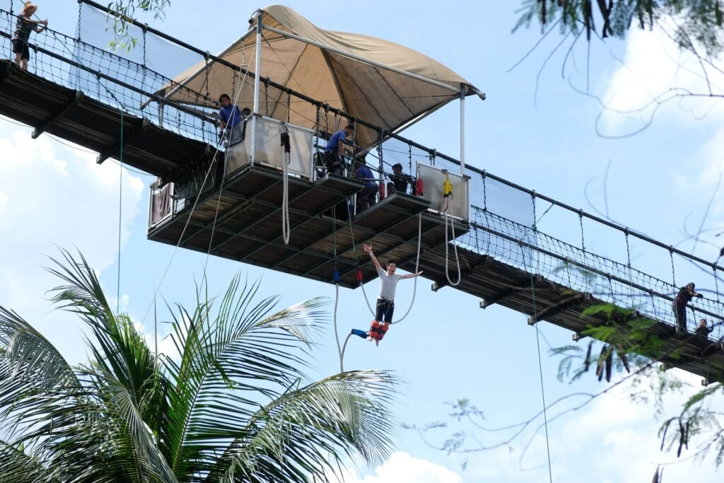 Bungee jump in Singapore